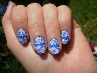 Рисунки с листьями на ногтях, голубой дизайн ногтей