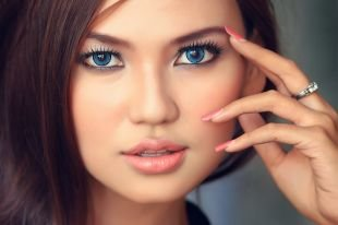 Макияж для узких глаз, макияж на последний звонок для голубоглазых девушек