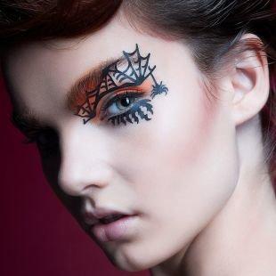 Креативный макияж, макияж на хэллоуин с рисунком паутины