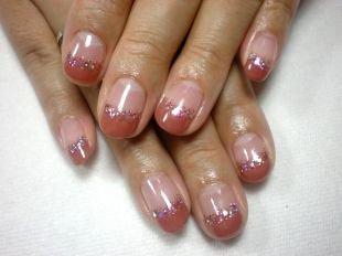 Цветной французский маникюр, французский маникюр на коротких ногтях с блестками