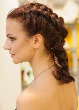 Красно коричневый цвет волос, прическа своими руками на средние волосы