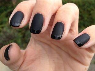 Красивый дизайн ногтей, французский маникюр шеллаком черным матовым и глянцевыми лаками
