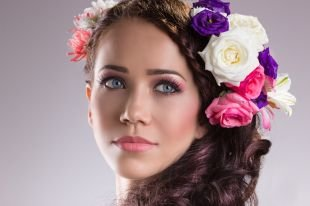 Макияж для шатенок с голубыми глазами, летний макияж с розовыми тенями