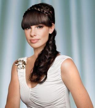 Модные прически на длинные волосы, греческая прическа с различным плетением волос
