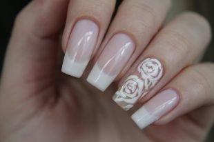 Белый френч с рисунком, французский маникюр с розами