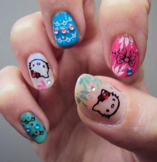 Рисунки на красных ногтях, hello kitty на ногтях