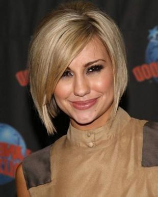Цвет волос темный блондин, стильная стрижка боб