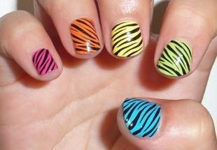 Разноцветный маникюр, детский маникюр с принтом зебры